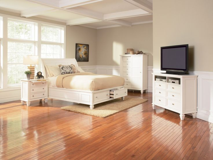 This Sandy Beach 5pcWhite King Storage Bed is sure to brighten up any bedroom with clean and straight lines and bright white finish. Crafted in tropical hardwood and select veneers in a bright white finish.( Media chest sold seperatly comes with 5drower chest).