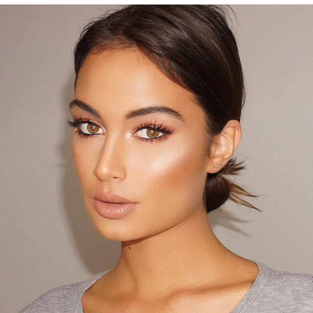 """This makeup tho #josecorella Loving the new @lauramercier candlelight foundation immediately became my new favorite. Gives the best glowing skin. Glow is by @anastasiabeverlyhills """"that glow"""" kit. Brow definer in chocolate. Lashes are @ardell_lashes whispies.                                                                                                                                                                                 More"""