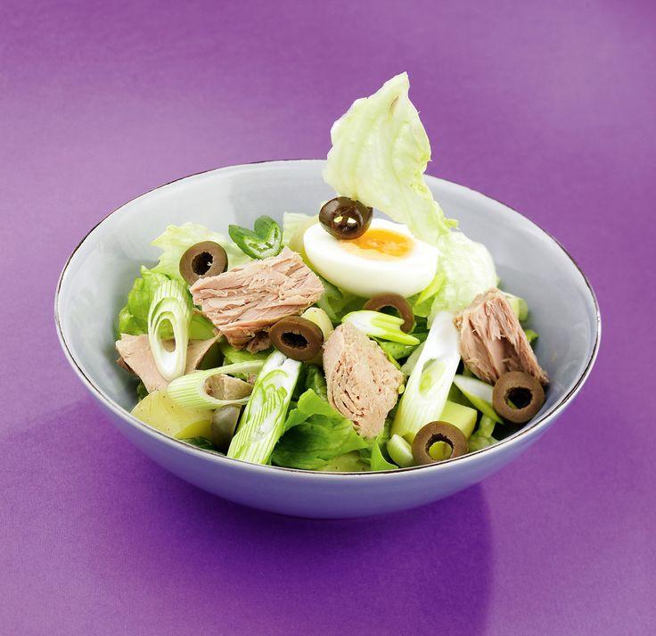 Tonhalsaláta újburgonyával, tojással // Tuna Salad with New Potatoes, Hard-Boiled Eggs