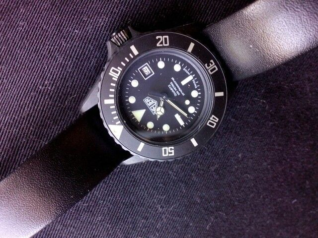 Heuer Professional 1000 Black Coral, Mid size, Mid 80,s