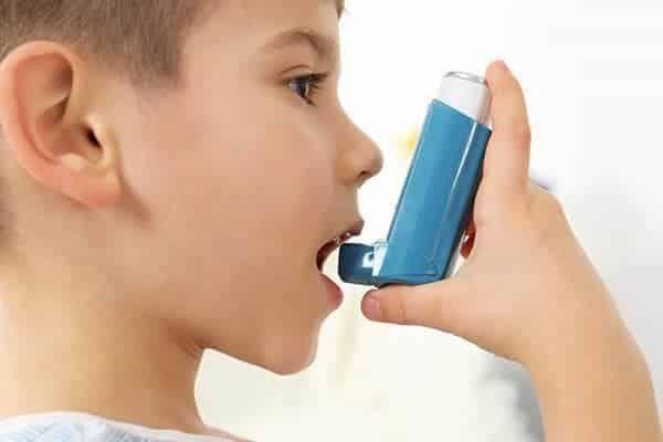 يعد الربو أكثر اضطرابات الرئة المزمنة شيوع ا التي تسببها بعض المنبهات يتميز بالتهاب الشعب الهوائي Home Remedies For Asthma Asthma Kids Natural Asthma Remedies