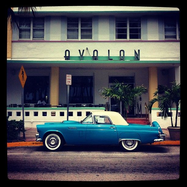 Avalon Hotel Miami: Classic Art Deco best describes this hotel. The epicenter of Ocean Drive, it features a fabulous ambiance buzzing with energy and newly renovated guest rooms. #Hotels #SouthBeach