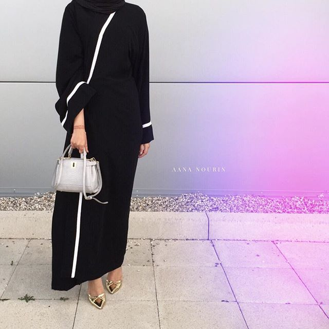 Off to the @sugarscarf UK launch featuring @ilhamechenta Thank you sister @dijazabayah for bringing my simple abaya design to life. |