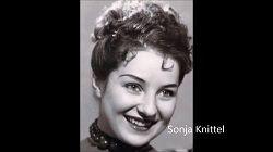 В своём доме в пригороде Нюрнберга на 91 году жизни скончалась певица Соня Книттель (Sonja Knittel). Австрийская сопрано с 1954 по 1985 годы выступала в составе Нюрнбергской оперы. В знак признания её заслуг перед театром, после её выхода на пенсию Нюрнберская опера вручила