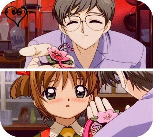 Sakura&Yukito ~ - [b]#880 M[/b][i]uy buenos días! Cómo están? Tratando de sobrevivir al calor o solo yo? Necesito una pileta D: jajaja. Encima es tanto que ayer fui a visitar a una amiga, vive a 6 cuadras de mi casa, fui caminando, cuando llegue me moría, como si hubiese caminado de acá a Lujan (?) En fin, hoy imagen de Sakura y Yukito, cuando Yukito le regala un prendedor (si mal no recuerdo) de una flor de Cerezo (el nombre de Sakura significa flor de Cerezo). Es de la primer películas…