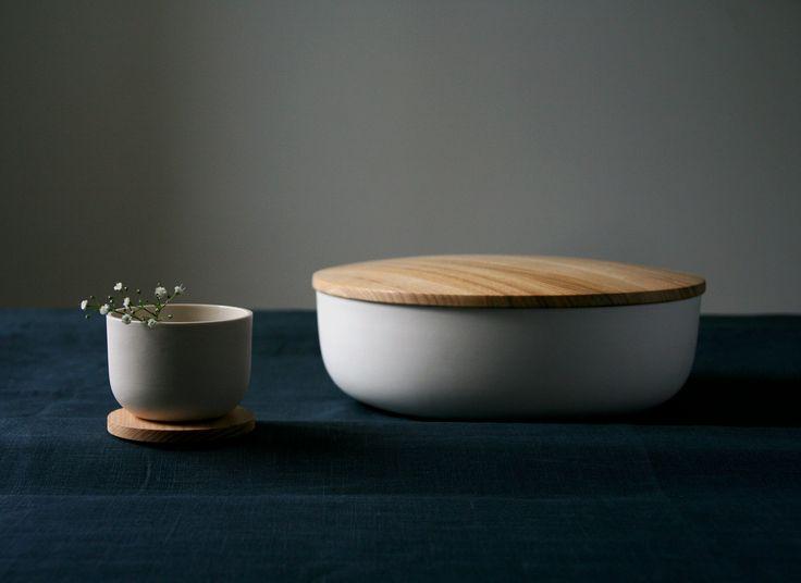 Minimalistic ceramics by STUDIO smoo  Photo: Salla-Mari Kinnunen