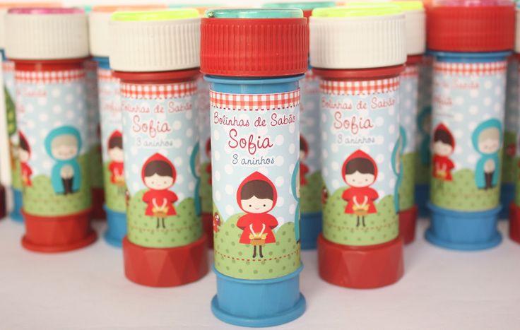 """Bolinhas de sabão """"Chapeuzinho Vermelho"""". <br>Personalizamos em outros temas! <br>OBS: as cores das embalagens são sortidas e variam de acordo com o lote. <br> <br>VENDA SOMENTE PARA RETIRADA PELO COMPRADOR EM BRASÍLIA!"""