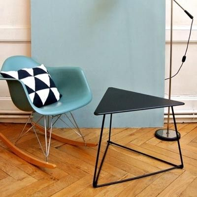 16 best images about table basse on pinterest rocking for Table triangulaire scandinave