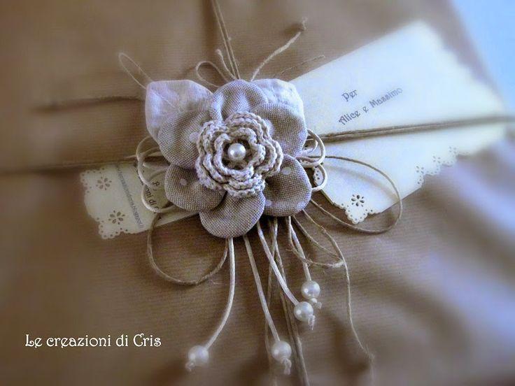 LE CREAZIONI DI CRIS ... di tutto ... un pò: FIORE IN TESSUTO ... come CHIUDIPACCO per un regalo ...