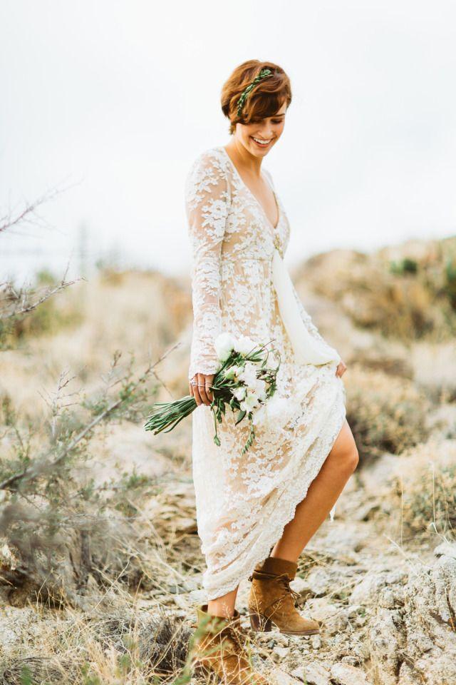 Stoere laarzen onder een see-trough trouwjurk van kant #bruiloft #trouwen #bruid…