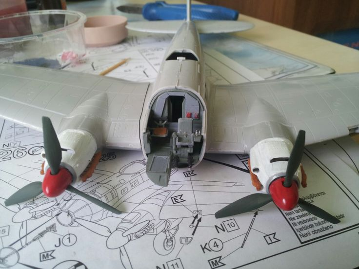 Cocpit from plane Heinkel He 111 H-6 and 2 engines Scale 1:72