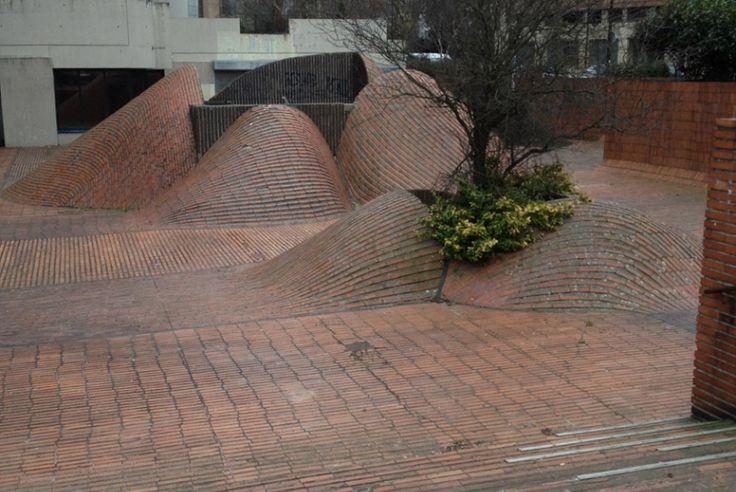 Spot : Bosses SNCF Lille (59) - Plus de spots de skate sur www.spotsdeskate.fr