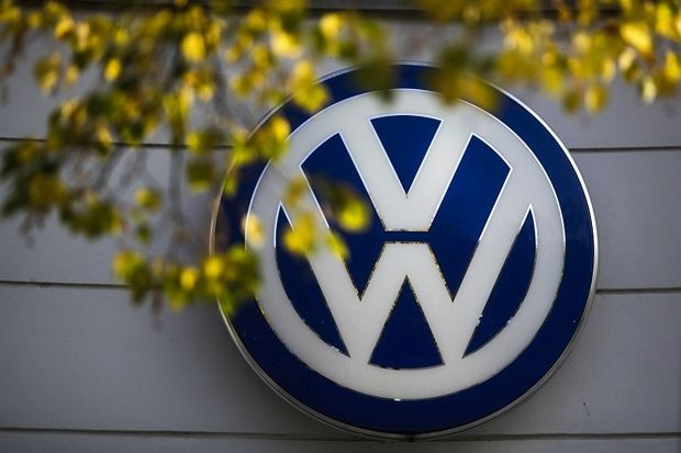 """Volkswagen has reported a €3.48 billion loss in the third quarter as the diesel emissions scandal that has rocked the group drags it to its first quarterly loss in more than 15 years. Mr Müller insisted the VW group - which also includes Seat, Audi, Škoda and Porsche - had """"core strength"""", but he admitted the seriousness of the scandal was undeniable as VW admitted it was """"currently impossible"""" to estimate the final cost of the scandal."""