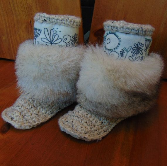 Mukluk Slipper oatmeal size 7. Hand embroidered merino wool uppers, upcycled fur and deer skin soles.