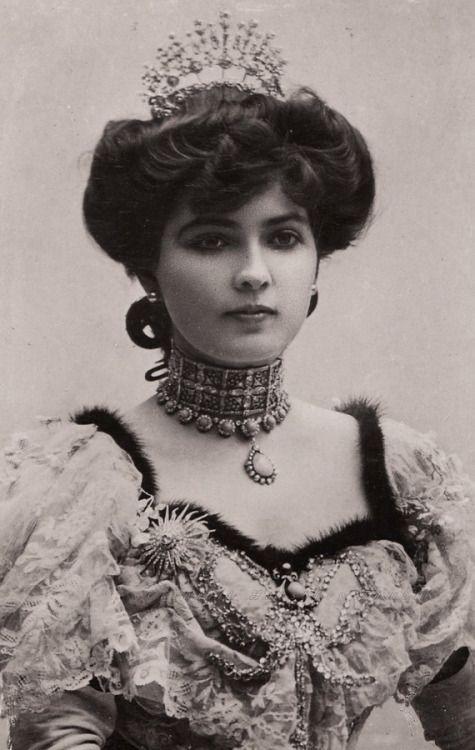 carolathhabsburg:  Miss Fanny Ward and her wonderful bling. 1900s