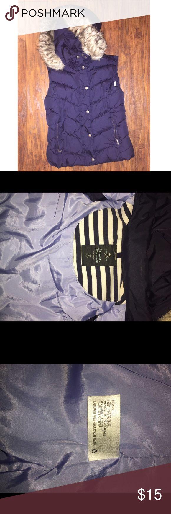 small navy puffy GAP vest with detachable hood small navy blue puffy GAP vest with detachable hood, faux fur detail GAP Jackets & Coats Vests