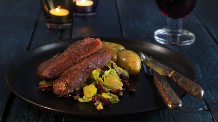 MatPrat - Reinsdyrbiff med varm rosenkål- og olivensalat