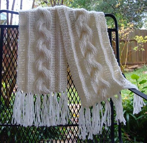 Free Knitting Pattern Chunky Cable Scarf : Free Pattern: Bulky Reversible Cable Braid Scarf. Beautiful scarf and comfy, ...