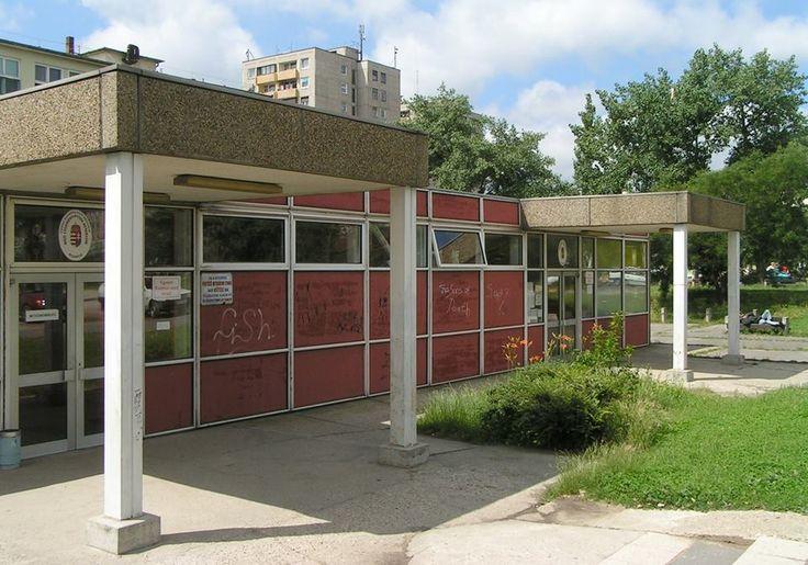 Tóth Ilona parkolói bejárat. (960×672)