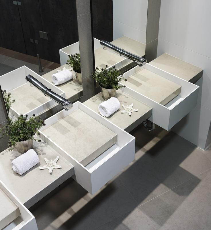Lavamanos y superficies elaboradas en Laminam®, la placa porcelánica más delgada nunca antes vista.
