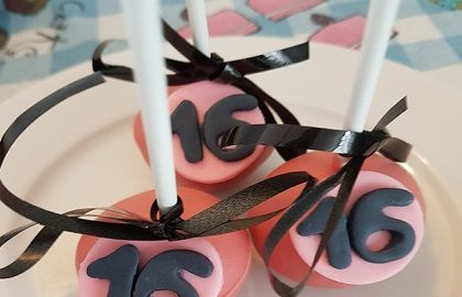 Sweet 16 cakepops in zwart en roze van Susannes Cakes