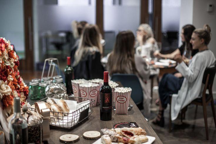 Apothic Girls Brunch Out — Double Tee's Apothic Wine Sangria Recipe  http://www.double-tees.com/torontofashionblog/apothic-autumn-spiced-sangria