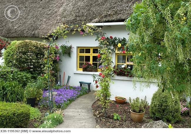 thatched cottage in Adare, County Limerick, Ireland, Western Europe