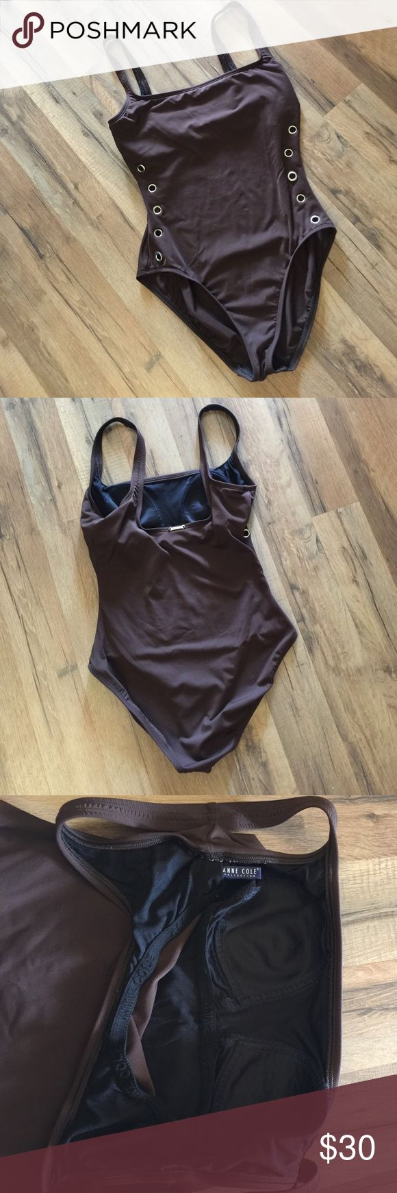 Anne Cole studded one piece Anne Cole collection. Brown swimsuit with see thru studs on sides. Very sexy classy suit, excellent condition. Fits size 6/8 best anne cole Swim One Pieces