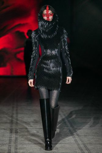 A fall fashion look created by the Sunderland native, Gareth Pugh, who returned to the London Fashion Week schedule after showing in Paris for six years and then in New York last season. (Photo: Nowfashion)