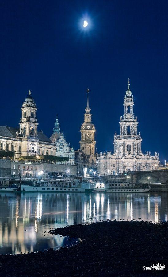 Luar sobre Dresden, Alemanha.