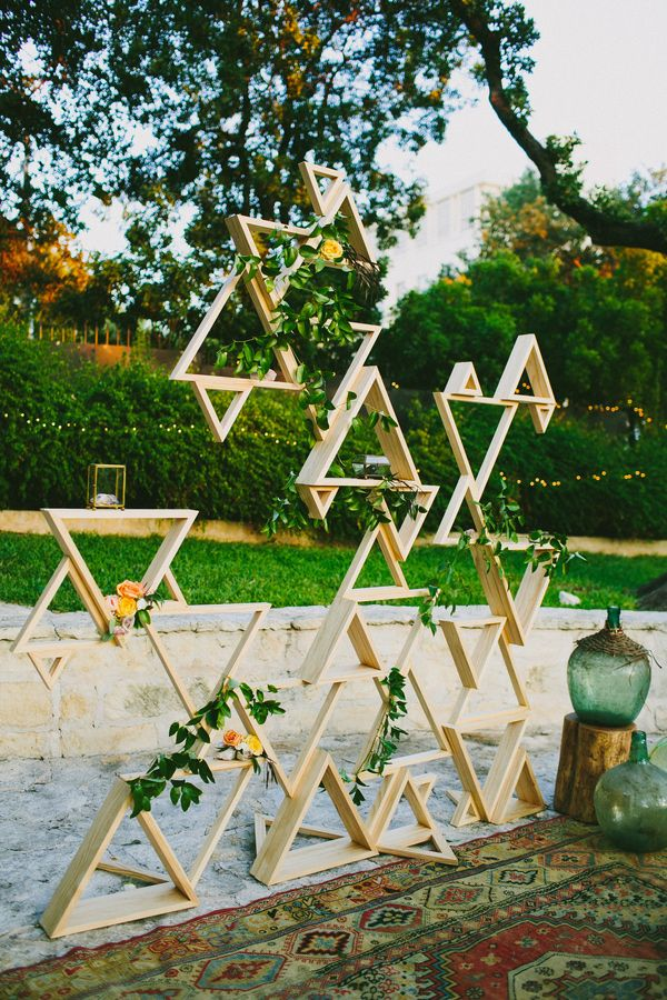 Geometric installation idea - this would be a great jumping off point for the installation, but using air plants, grayish succulents and a few pops of cream and orange.
