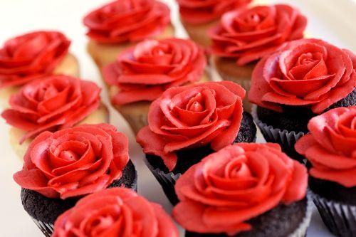 flower cupcakes: Cupcake Rosa-Choqu, Flower Cupcake, Buttercream Rose, Cupcake Art, Rose Cupcake, Wedding Cupcake, Red Rose, Pretty Cupcake, Chocolates Cupcake