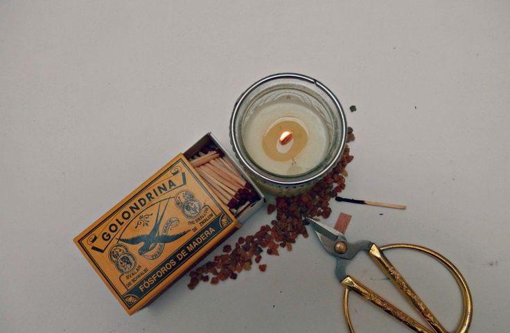 Velas de soja: cuidado para tus sentidos. Aprende a elaborar tus propias velas caseras con una combinación de aceites esenciales puros y aceites vegetales.