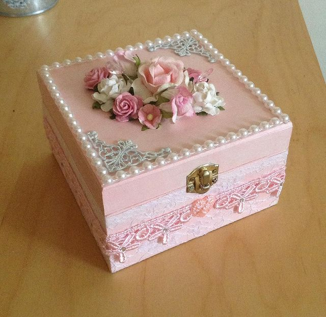 Handmade shabby chic trinket box.....(sweeeet...i love the contrast in details against the wood.)...