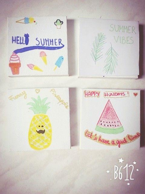 4 petits tableaux que j'ai dessiné pour décorer ma chambre pour cet été:1 hello summer avec des glaces, 1 Summer vibes avec des feuilles de palmier, 1 ananas  et 1 avec une citation et une pastèque.