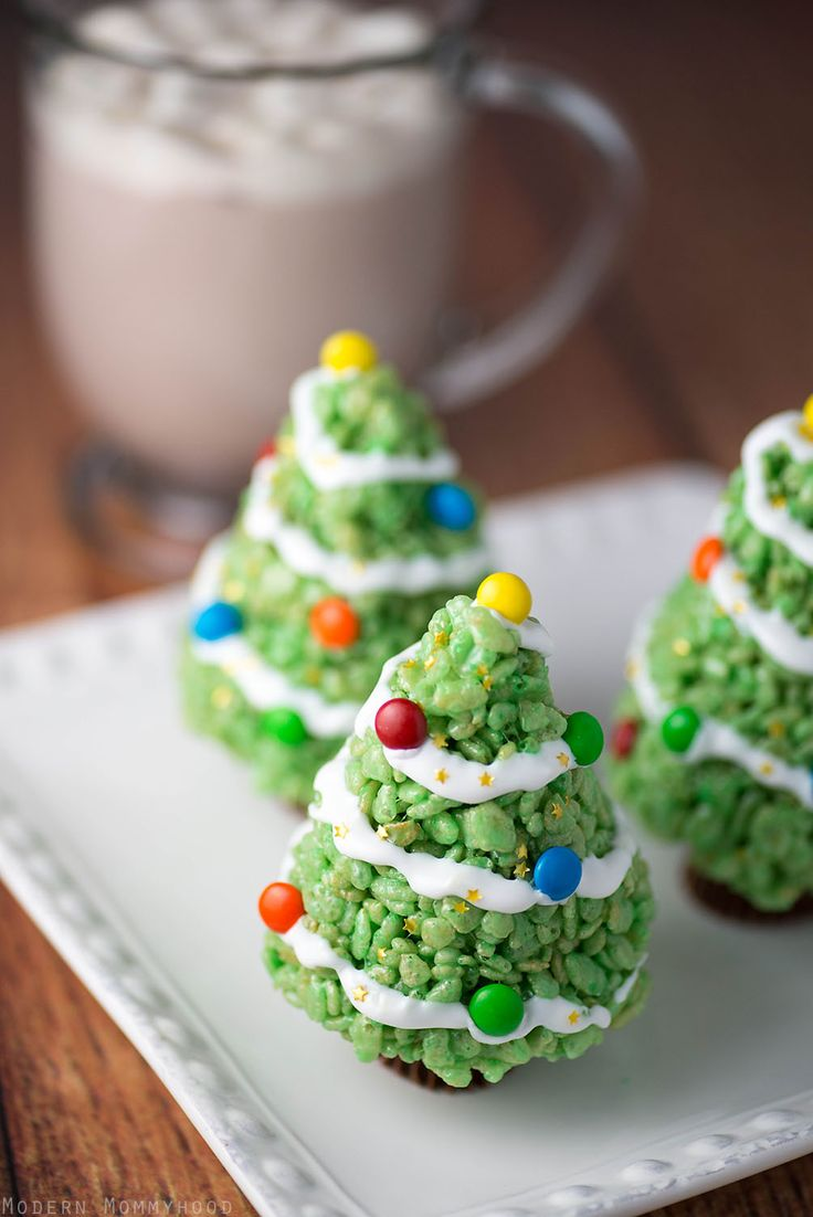 Krispie Rice Christmas Tree Treats - a very easy holiday dessert that everyone will love!  Perfect for school parties and family holiday get togethers!
