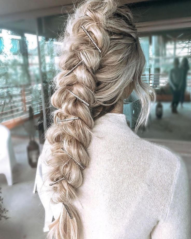 @blohaute @blohaute giving us all the holiday feels with this look!  and those a…  #accessorize #beautyguru #beyondtheponytail #bombshellextensions #hair #haircrush #hairenvy #hairextensions #hairfashion #hairofinstagram #hairoftheday #hairstyles #holidayhair #infinitybraid #instyle #ipsy #ittakesapro #ponytail #practicemakesperfect #prettyhair #solopeinados #trending #trendingnow #trends #tumblergirl #wiglife