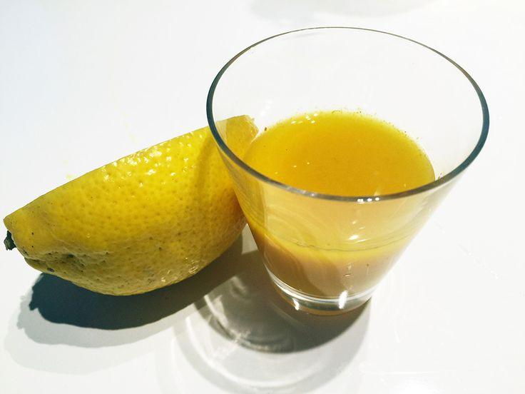 Recept på ingefärsshot med gurkmeja - RAW FOOD. Gör shoten på 5 min i mixern alla nyttigheter bevaras. Ingefära och gurkmeja har antiinflamatoriska egenskap