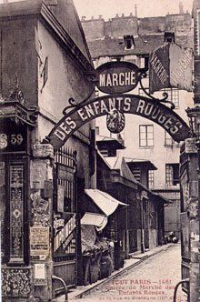 "Le Marché des Enfants Rouges #Paris 3"" At 33bis Rue Charlot, you'll see a small gate with a sign announcing the entrance to the small Marche des Enfants Rouges, a covered market lined with food stalls."" (CW11-5):"