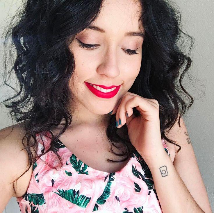 Cabelo ondulado em transição capilar / Bruna Vieira veste Vestido So Cute + batom MAC Cosmetics - Ruby Woo