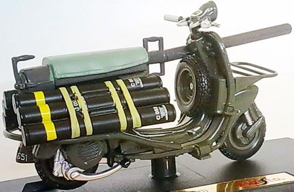 bazooka vespa 150 TAP 3   Le bazooka vespa ou vespa 150 TAP   vintage vespa TAP scooter photo parachute image guerre canon bazooka