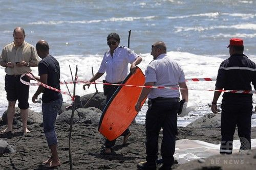 著名なプロサーファー、サメの駆除呼び掛けで物議 仏レユニオン島 写真4枚 国際ニュース:AFPBB News #surfing #サーフィン