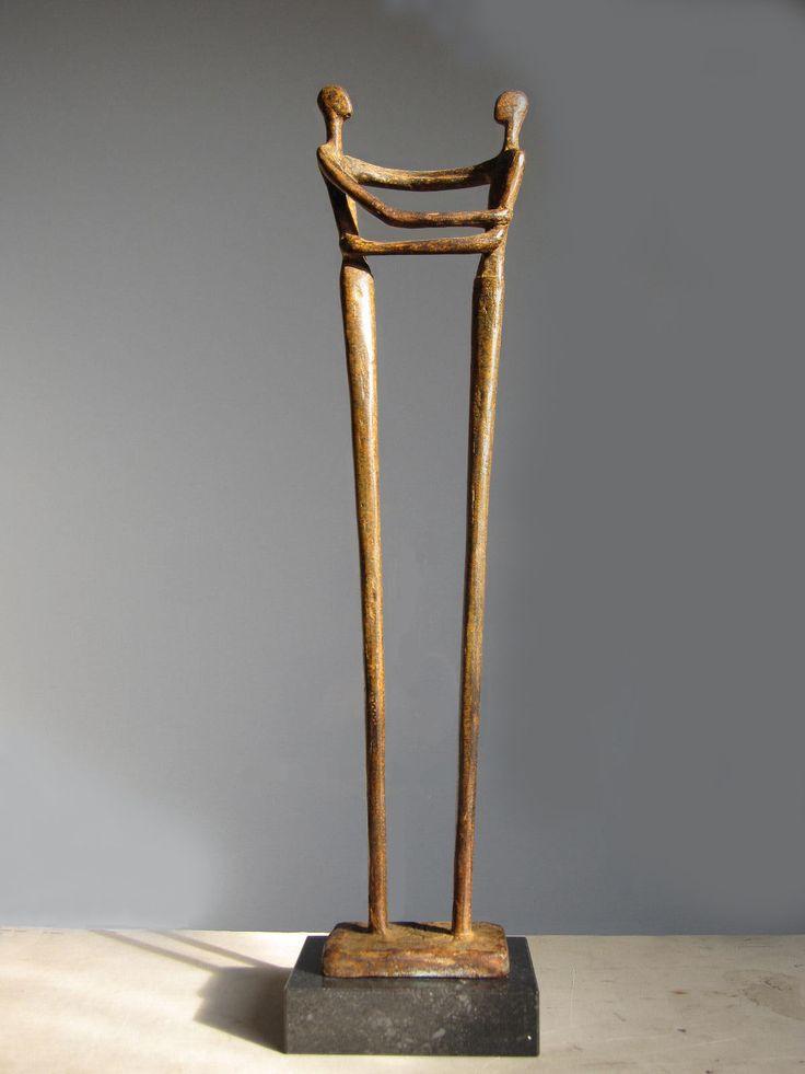 Bronzen beelden van beeldend kunstenaar Ragonda IJtsma