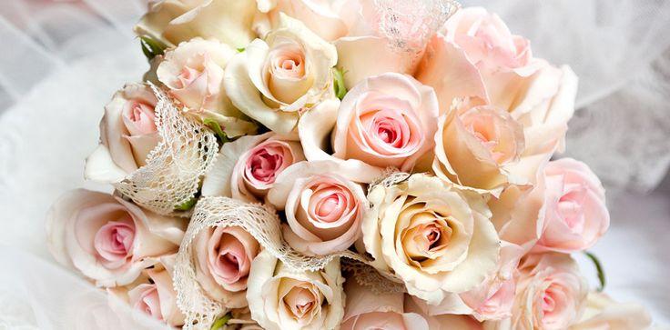 I fiori per un matrimonio sono davvero molto importanti in quanto vengono adoperati in tantissimi modi contemporaneamente. Vediamoli tutti!