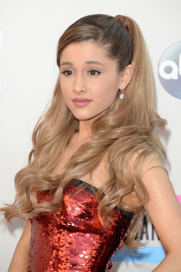 Beige lip on Ariana Grande at the AMA's