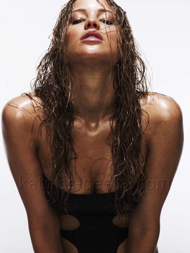 Jennifer Lawrence - http://media-cache-ak0.pinimg.com/originals/d2/0e/df/d20edf0b349c8e12fb6e9cc46e1c3480.jpg