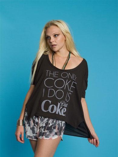 """コカコーラ オーバーサイズロゴT """"THE ONLY COKE I DO IS DIET COKE""""  ヴィンテージな雰囲気のコカコーラのロゴとモダンなフォントの組み合わせ とても柔らかく軽い素材感で"""