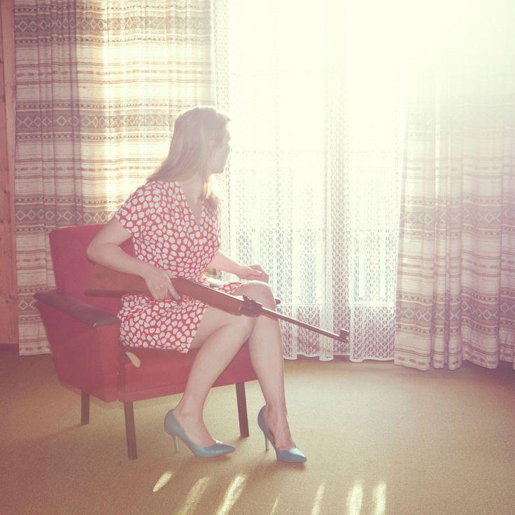 Kourtney Roy, c'est un peu la doublure de Hitchcock pour la photographie, la Edward Hopper 2.0, la Melville au féminin. …
