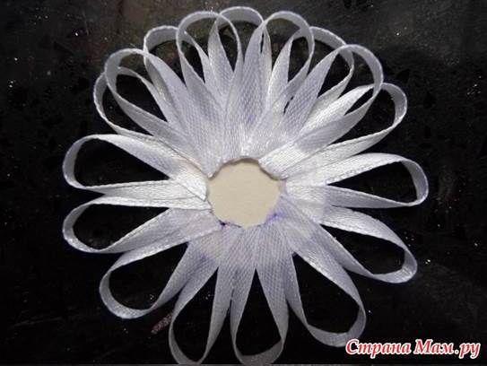 DIY Beautiful Narrow Satin Ribbon Flower | GoodHomeDIY.com Follow Us on Facebook --> https://www.facebook.com/pages/Good-Home-DIY/438658622943462?ref=hl