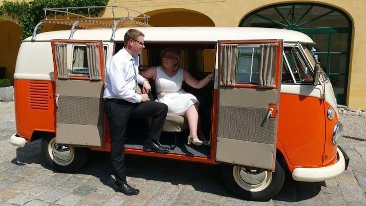 Dieser VW Bulli Fensterbus T1 aus dem Jahr 1966 für 9 Personen kann bei der Vermietung Schratzenthaller (oldtimer-verleih.at) aus Wien angemietet werden.